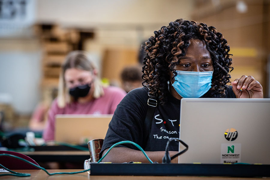 Laptop program, technology resources help students, faculty, staff continue learning, teaching during pandemic